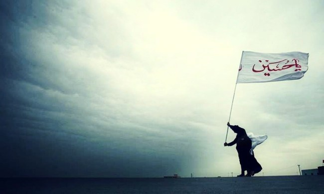 "Man Raises A ""Ya Hussain"" Flag"